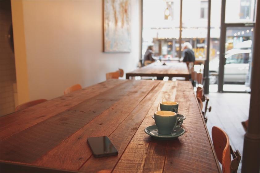 Kafe, kopi, dan kafein juga memiliki peranan penting dalam Romansick, dan sebagai seorang penggila kafein, that makes me happy. A lot.